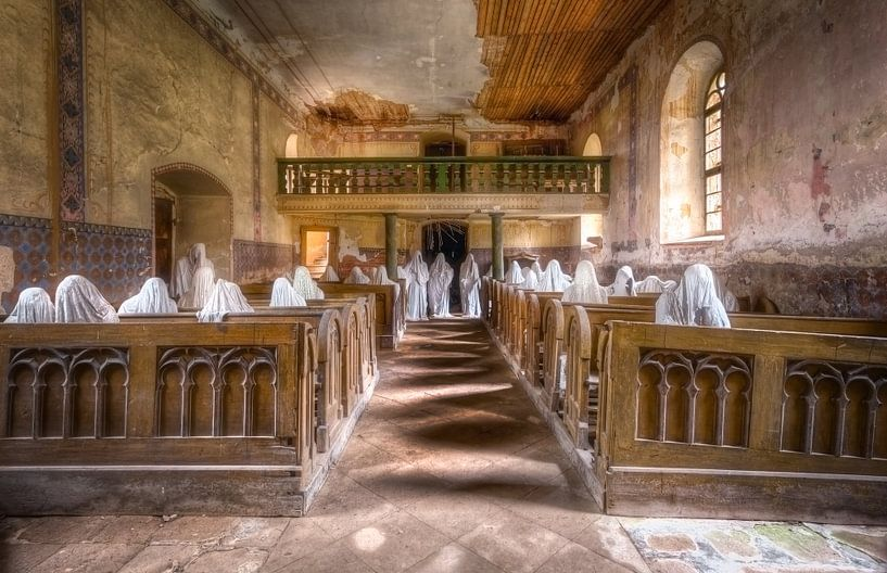 Kerk met Spoken van Roman Robroek