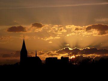 kerk bij zonsondergang