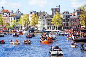 Koningsdag in Amsterdam op de Amstel van Nisangha Masselink