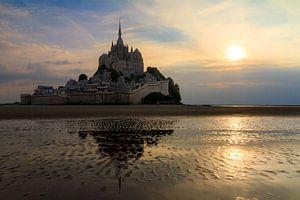 Mont Saint-Michel tijdens zonsondergang