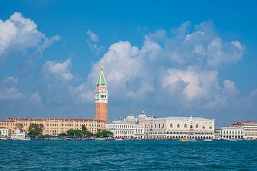 Blick auf historische Gebäude in Venedig, Italien von Rico Ködder