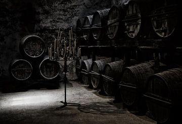 De donkere sfeer van een oude wijnkelder, Hans-Wolfgang Hawerkamp van 1x