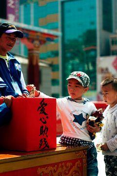 Chinees jongetje doneert geld von André van Bel