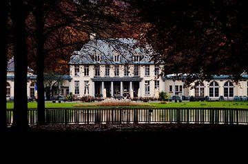 Kasteel Rivierenhof aan de vijver te Antwerpen van Ribbi The Artist
