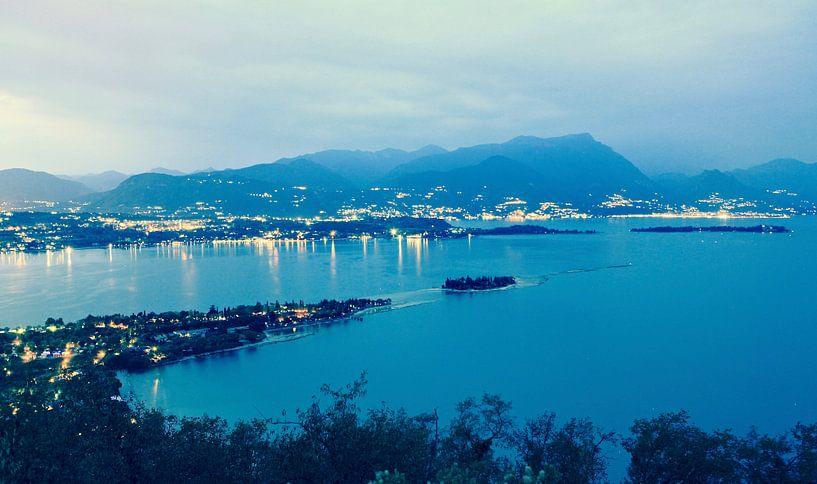 Uitzicht over Gardameer vanaf Rocca di Manerba sur Jasper van de Gein Photography