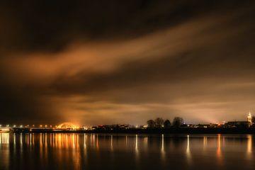 Nijmegen bij nacht van