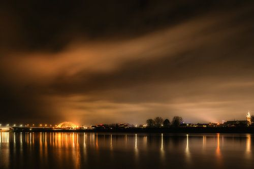 Nijmegen bij nacht