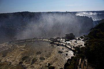 La région des chutes d'Iguazu est un ensemble d'environ 275 chutes d'eau dans la rivière Iguazu. sur Tjeerd Kruse