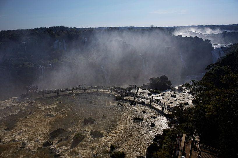 Het gebied van Iguazu Falls is een set van ongeveer 275 watervallen in de Iguazu River van Tjeerd Kruse