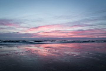 Zonsondergang aan zee van Peter Bruijn