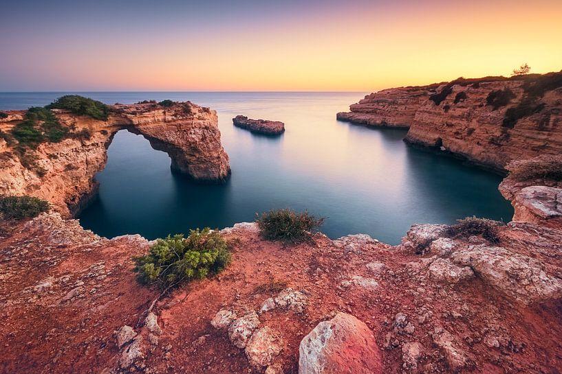 Pirates and smugglers cove (Praia de Albandeira / Algarve / Portugal) van Dirk Wiemer