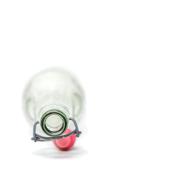 Leeg..... (vierkant, fles, wit, minimal) van Bob Daalder