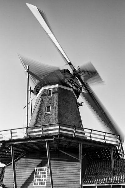 Windmolen De Rat in de stad IJlst in Friesland. Wout Kok One2expose Photography. van Wout Kok