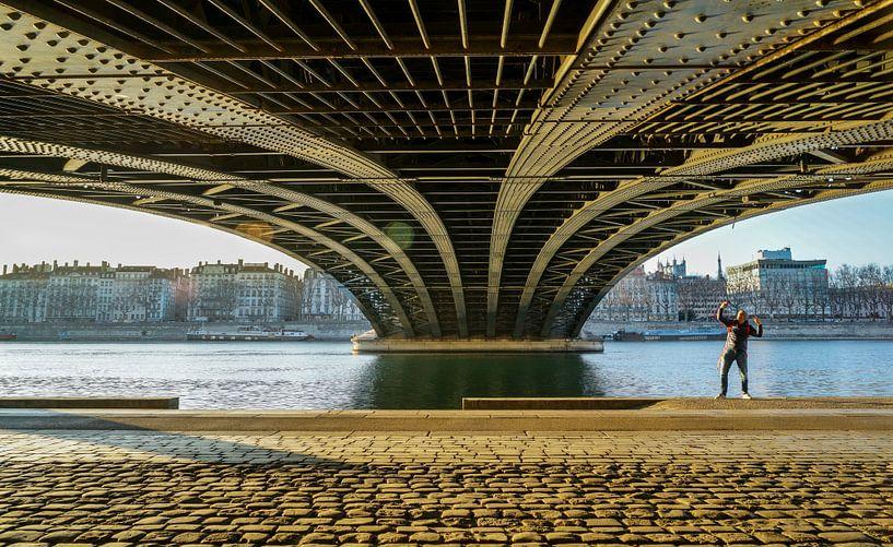 Selfie under the bridge sur Steven Groothuismink