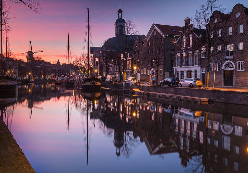 Lange Haven Schiedam bij zonsondergang van Ilya Korzelius