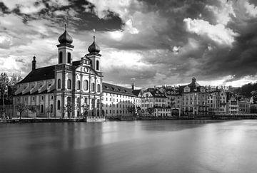 Luzern in schwarz & weiß von Ilya Korzelius