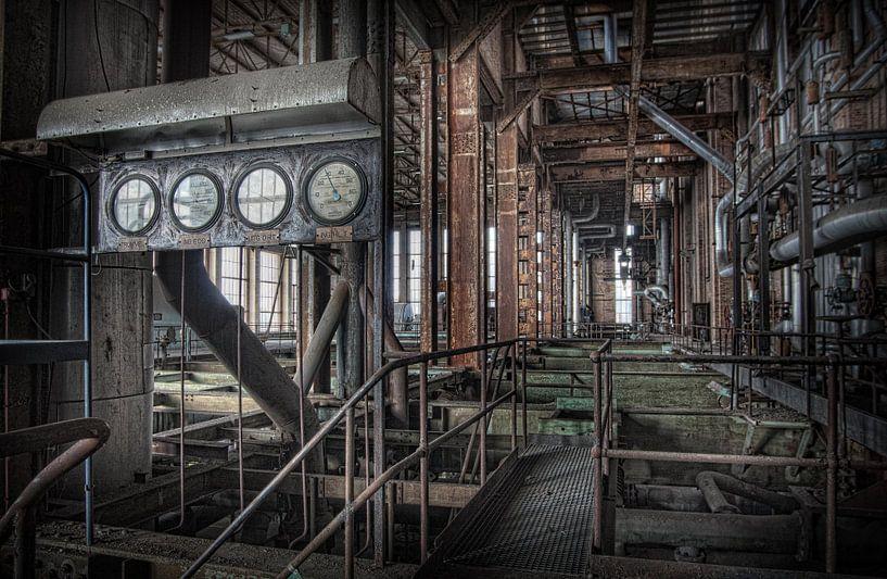 Verlaten energiecentrale 8 van Eus Driessen