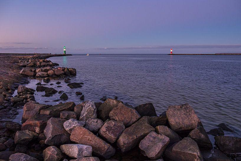 Mole an der Küste der Ostsee in Warnemünde von Rico Ködder