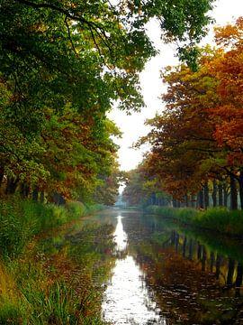 Het Apeldoorns kanaal in de herfst van Edwin van Rossen