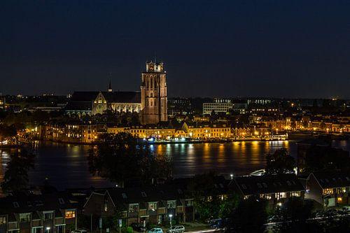 Zicht op Dordrecht bij nacht von Timo Verschoor