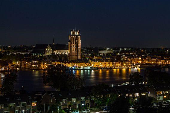 Zicht op Dordrecht bij nacht