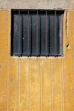Hekwerken betonnen muur van Jan Brons