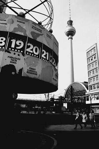 Berliner Fernsehturm mit Weltzeituhr von Falko Follert