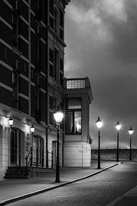 Straatlantaarns in de avondschemer van