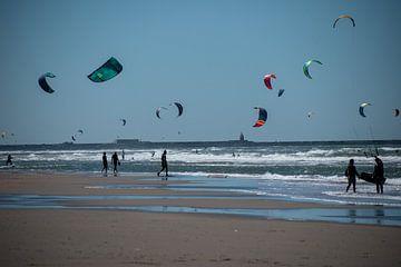 Vliegeren aan zee - wijk aan zee van Case Hydell
