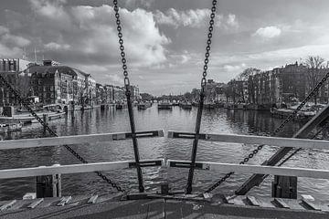 Magere Brug en de Amstel in Amsterdam in zwart-wit - 2 van Tux Photography