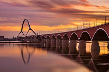 Brücke 'De Oversteek' Nijmegen, Niederlande von Adelheid Smitt
