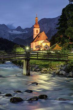 Kirche in Ramsau am Abend von Michael Valjak