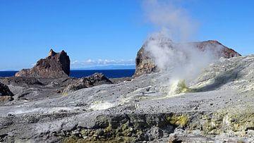 Whakaari, de Maori-naam voor White Island in Nieuw Zeeland van Aagje de Jong