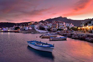 Kokkari Samos Grèce au coucher du soleil sur John Leeninga