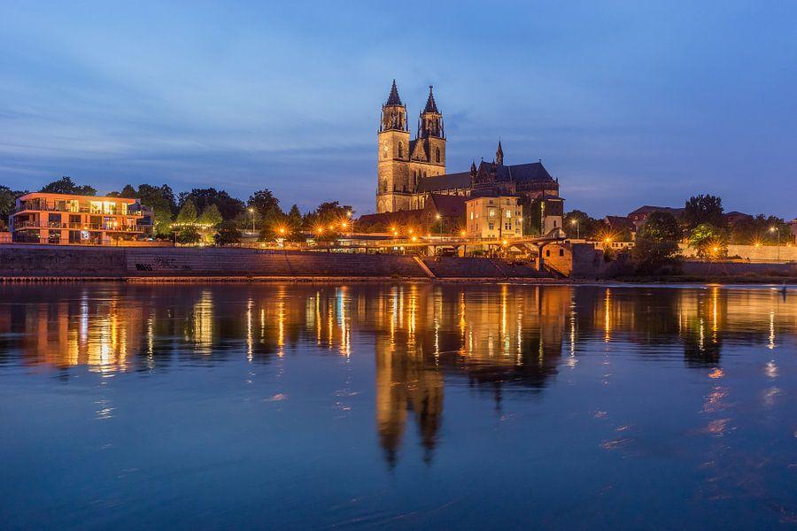 Magdeburg Kathedraal in de avond