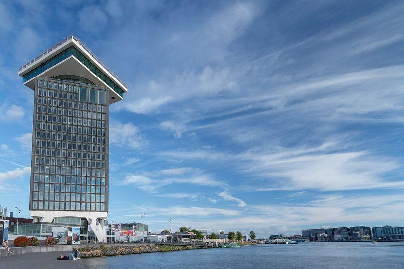 Het voormalige Shell toren in Amsterdam van Menno Schaefer