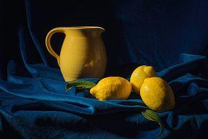 Stilleven in blauw en geel van
