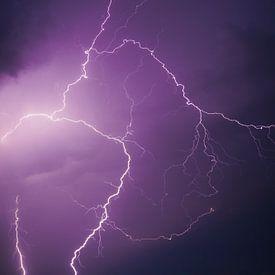 Blitze am dunklen Nachthimmel von Sjoerd van der Wal Fotografie
