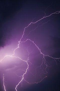 Blitze am dunklen Nachthimmel