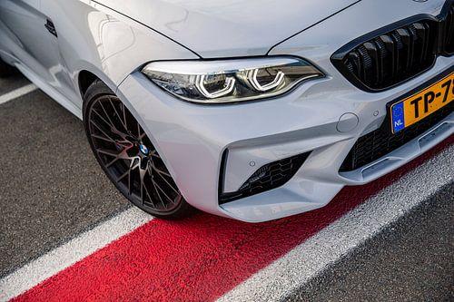 Neus van de BMW M2 op het circuit van Assen