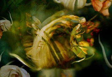 Kleine fee mannetje in  sprookje - bloementuin - bloei, bloemen, kleuren van John Quendag