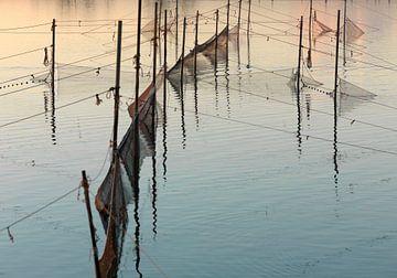 Fischernetze im See von Sky Pictures Fotografie