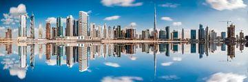 Panorama de Dubaï Business Bay avec réflexion sur Jean Claude Castor
