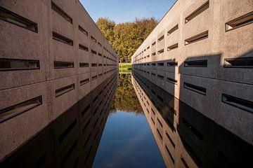 gaten wand, big wall von Hilda van den Burgt