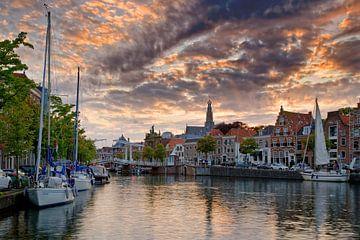 Zeilboten in Haarlem van Anton de Zeeuw