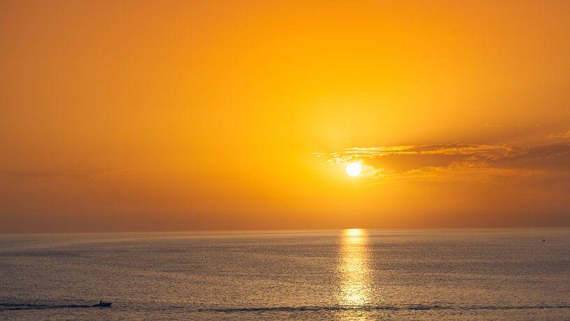 oranje zonsondergang van Jonathan van Rijn