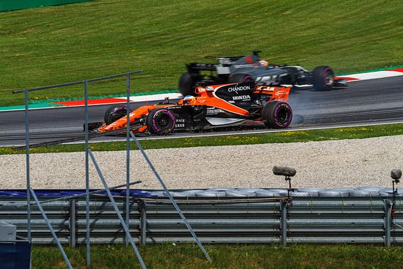 Fernando Alonso in actie tijdens de Grand-Prix van Oostenrijk 2017 van Justin Suijk