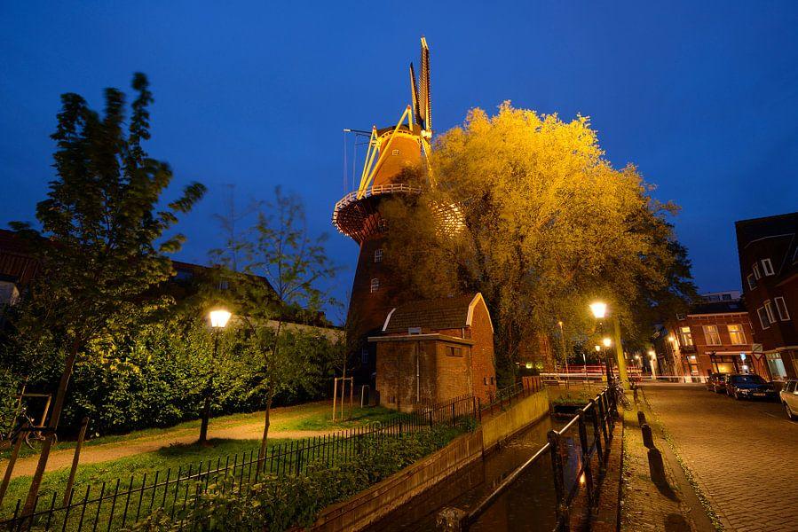Molen Rijn en Zon aan de Adelaarstraat in Utrecht van Donker Utrecht