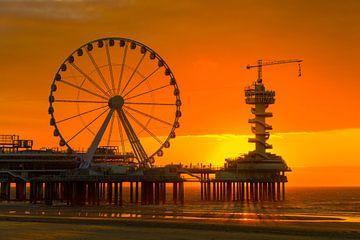Zonsondergang bij Scheveningse Pier, Noordzeekust van Peter Apers