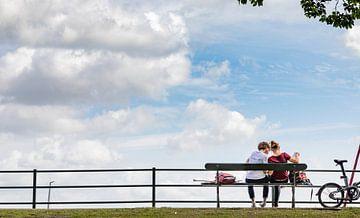 Touristen in Veere von Percy's fotografie
